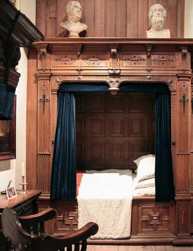 Tất nhiên không phải chiếc giường hộp nào cũng chỉ là những cánh cửa thô kệch bên ngoài