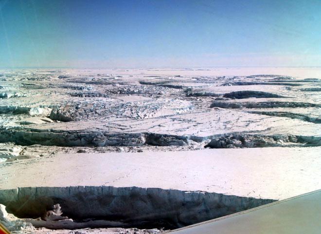 Đây là Đỉnh Thompson, bị bao hai bên bởi sông băng Nam Cực.