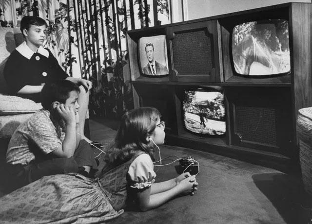 """Chiếc TV """"quái vật 3 mắt"""" từng một thời gây sốt"""