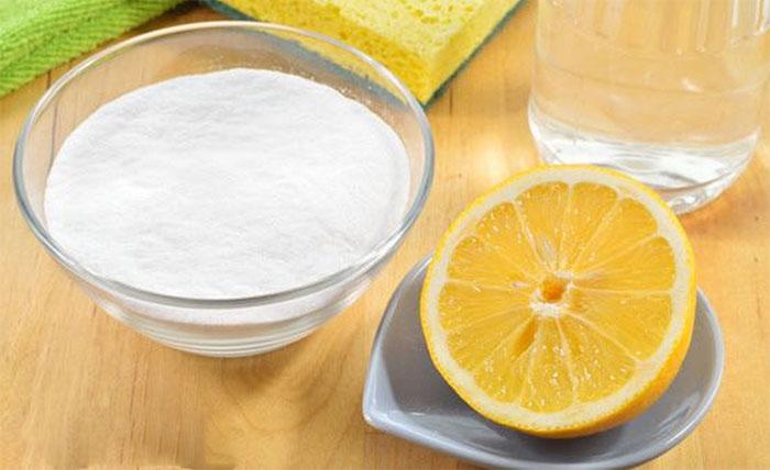 Sau khi ngâm xong, rửa sạch bình giữ nhiệt bằng nước ấm