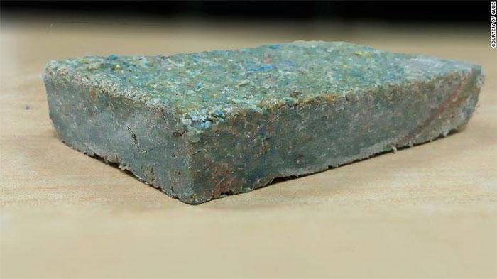 Một viên gạch Plastiqube.