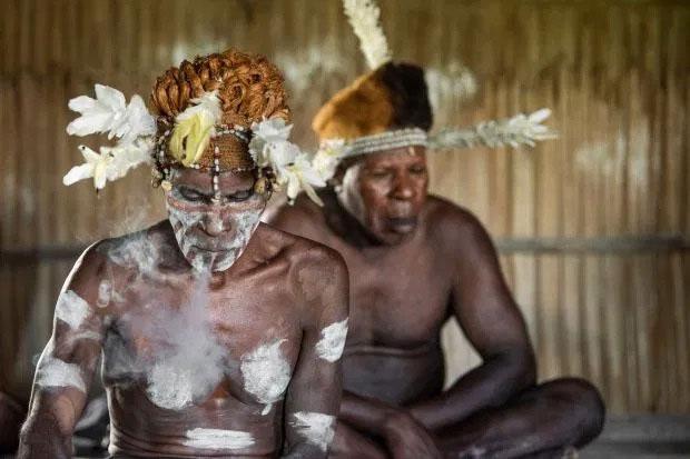 Đàn ông thuộc bộ tộc ăn thịt người