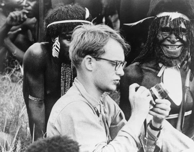 Michael Rockefeller năm 23 tuổi trong chuyến đi tới New Guinea