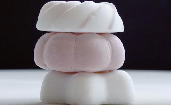 Chiếc bánh nhẹ nhất thế giới với 99% là không khí và lượng calo cực kỳ ít.