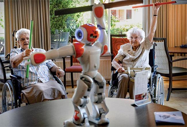 Robot sẽ trở thành công cụ hỗ trợ đắc lực để chăm sóc sức khỏe con người trong tương lai.