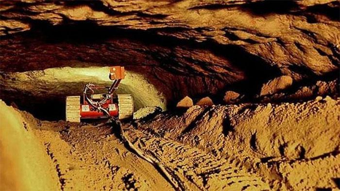 Bên trong đường hầm là một không gian cực kỳ lớn, từ nơi cổng chính tới cuối đường hầm