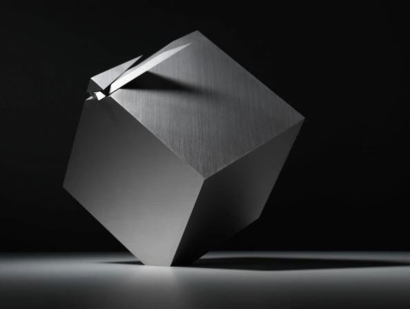 The watch with an extraordinary design every 12 hours is turned into a cube, worth more than 1 billion