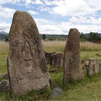 """Bãi đá cổ huyền bí ở Châu Phi khiến các nhà khảo cổ học """"đau đầu"""" vì không giải mã nổi"""