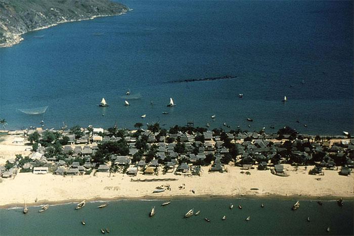 Làng chài tuyệt đẹp nằm trên doi cát vùng Nam Trung Bộ.