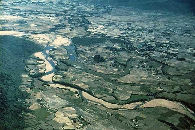 Khung cảnh đồng quê miền Nam Việt Nam năm 1956 nhìn từ máy bay.