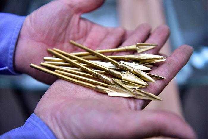 Mũi tên đồng chỉ dài từ 8 - 11 cm.