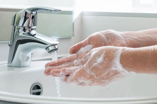 Trong trường hợp không có xà phòng, dung dịch rửa tay khô là giải pháp thay thế phù hợp.
