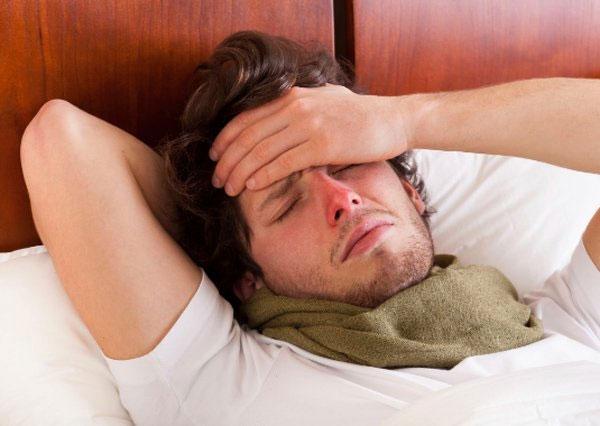 Đối với người bệnh mắc cúm, không nên ra ngoài nếu chưa hết bệnh.