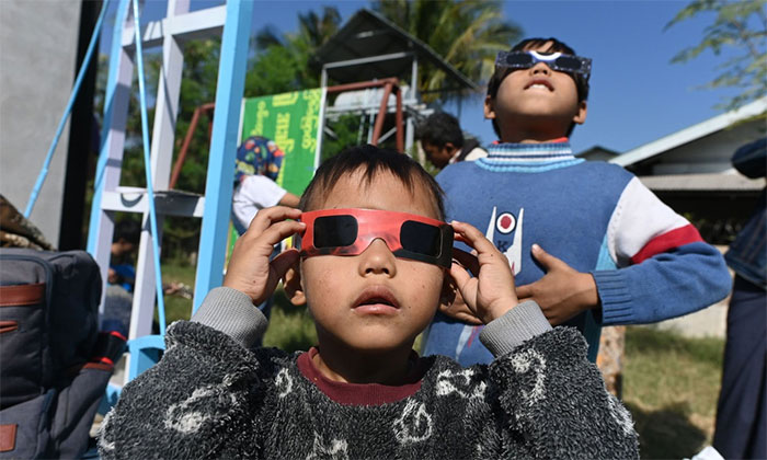 Người quan sát hiện tượng nhật thực bắt buộc phải sử dụng một số biện pháp phòng ngừa an toàn để quan sát Mặt Trời
