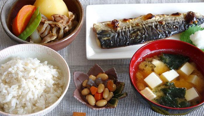 Chế độ ăn của người Nhật giúp hỗ trợ giảm cân và kéo dài tuổi thọ.