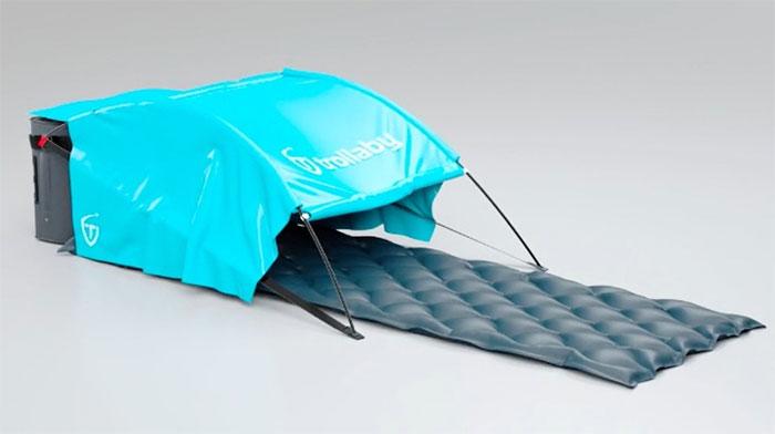 Lều cắm trại tại sân bay
