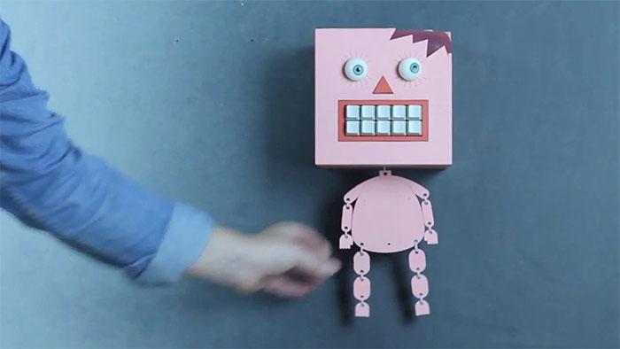Mr Typo - robot được tích hợp giọng nói.