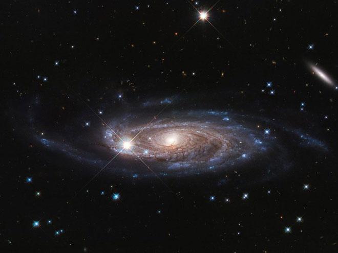 Thiên hà UGC 2885 lớn hơn dải Ngân hà của chúng ta 2,5 lần.