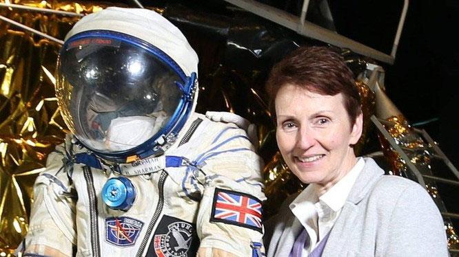 Bà Helen Sharman tin rằng người ngoài hành tinh có tồn tại và đang sống giữa chúng ta trên Trái Đất.