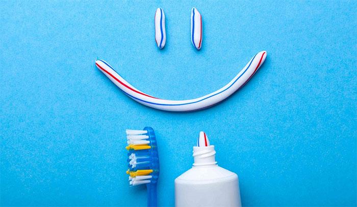 Kem đánh răng giúp trị thâm khuỷu tay, đầu gối