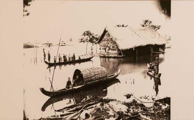 Bức ảnh chụp rạch Thị Nghè những năm 60 của thế kỷ 19 với nhà tranh, con thuyền nhỏ.