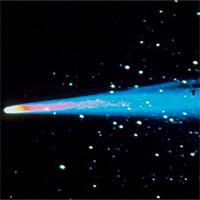 Vì sao một sao chổi lại có nhiều đuôi?