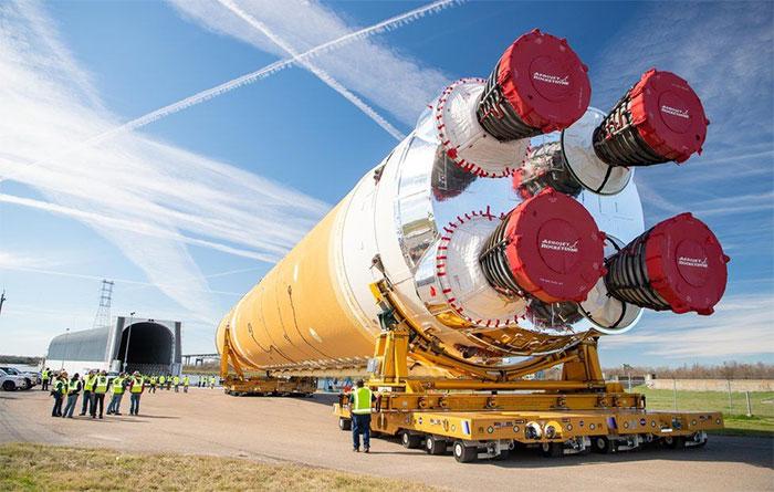Hệ thống Phóng Vũ trụ (SLS) là một phần quan trọng trong chương trình Artemis