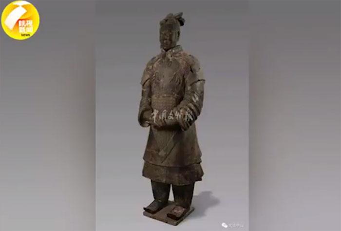 Một chiến binh đất nung mới được tìm thấy trong lăng mộ Tần Thủy Hoàng.