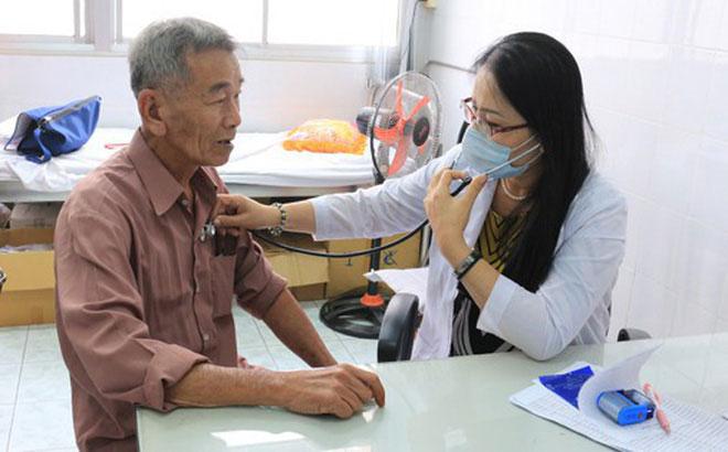 Người già khi có những dấu hiệu cảnh báo bệnh tim mạch cần đi viện ngay