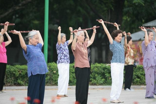Người già cần tập thể dục đều