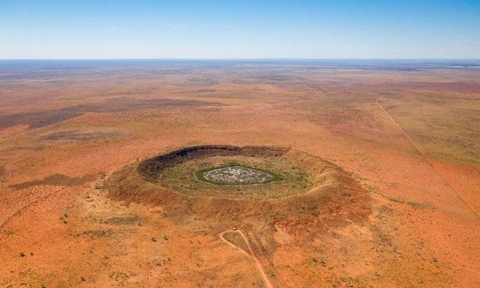 Hố Yarrabubba ở Western Australia.