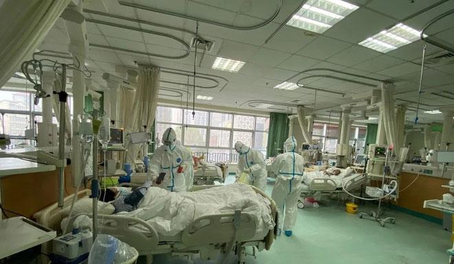 Đội ngũ y bác sĩ điều trị cho bệnh nhân nhiễm virus corona tại Bệnh viện Trung ương Vũ Hán.