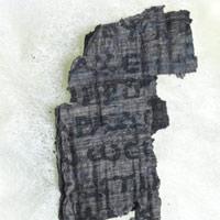 """Các nhà khoa học dùng thứ ánh sáng """"sáng hơn Mặt Trời 10 tỷ lần"""" để đọc cuộn giấy cổ ngàn năm tuổi"""