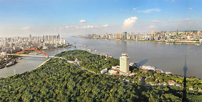 Vũ Hán là một trung tâm quan trọng về kinh tế, thương mại, tài chính, vận tải...