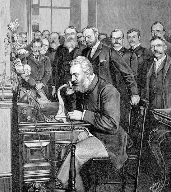 Alexander Graham Bell trong buổi trình diễn điện thoại năm 1876