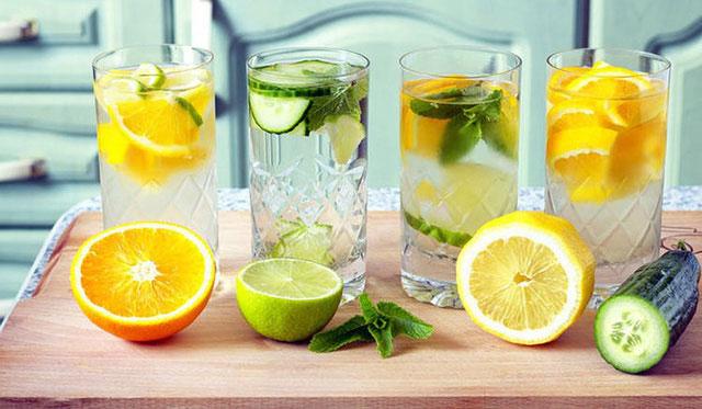 Uống nước chanh trước khi ăn giúp bạn giảm cân