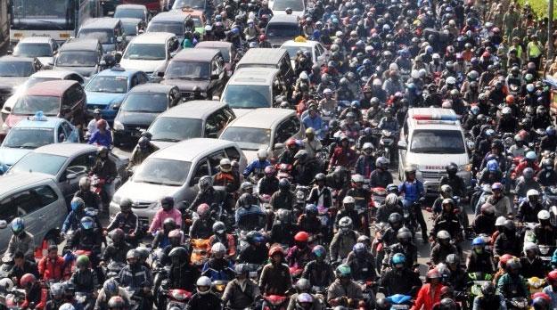 Khẩu trang là vật dụng phổ biến nhất khi tham gia giao thông
