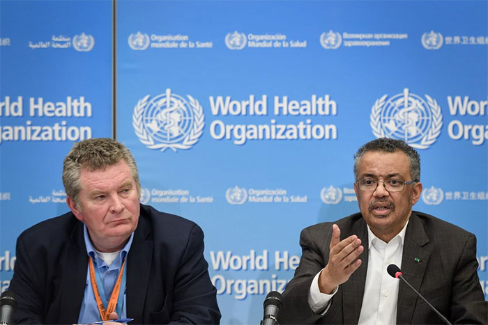 Tổng giám đốc WHO Tedros Adhanom Ghebreyesus (phải)