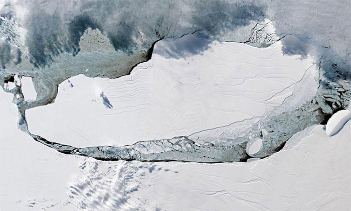 A68 vỡ khỏi Nam Cực vào năm 2017.