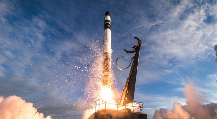 Phóng một tên lửa mang nhiều vệ tinh thì giá thành tương đối thấp, hiệu quả tương đối cao,