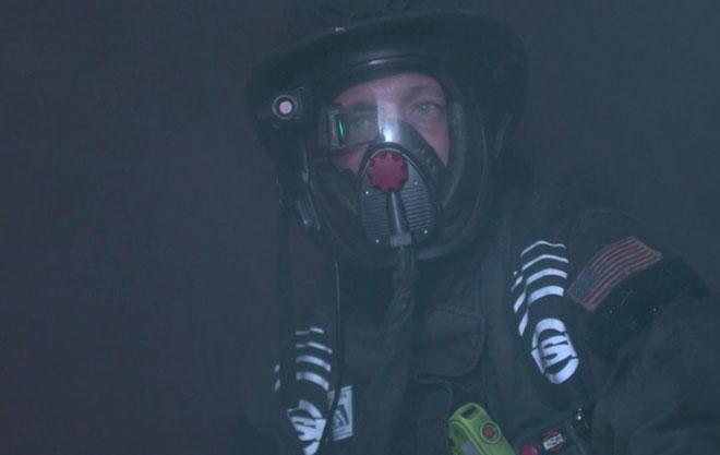 Mặt nạ giúp lính cứu hỏa nhìn xuyên đám cháy.