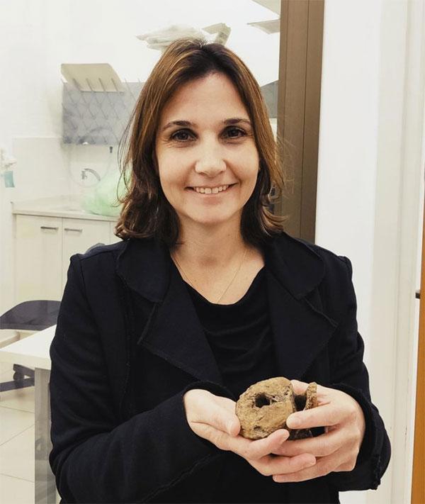 Tiến sĩ Hila May.