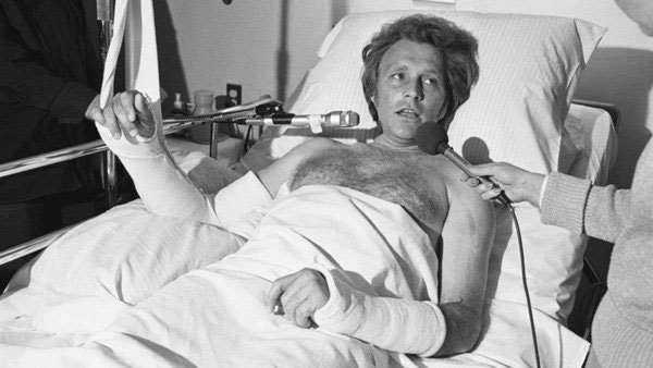 Trong suốt sự nghiệp lái mô tô bay, Evel đã gãy 433 chiếc xương.