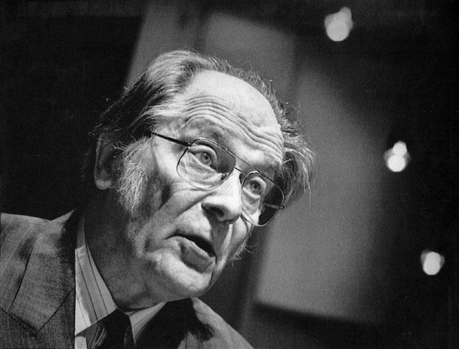 Jaan Kross giúp soạn thảo hiến pháp mới cho Estonia sau khi tách ra khỏi Liên Xô.