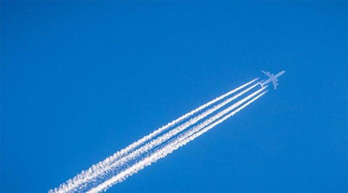 Các vệt trắng này thường xuất hiện khi máy bay bay ở một độ cao nhất định