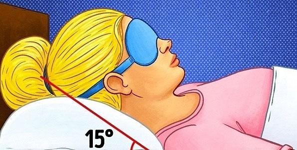 Nâng cao đầu khi ngủ giúp giảm tiết dịch nhầy vào cổ họng.