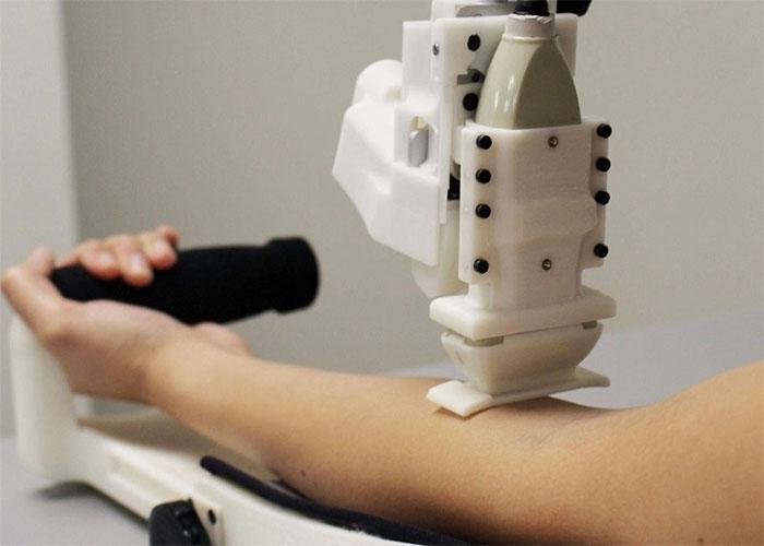 Robot y tế mới có thể lấy máu thành thạo hơn cả nhân viên y tế.