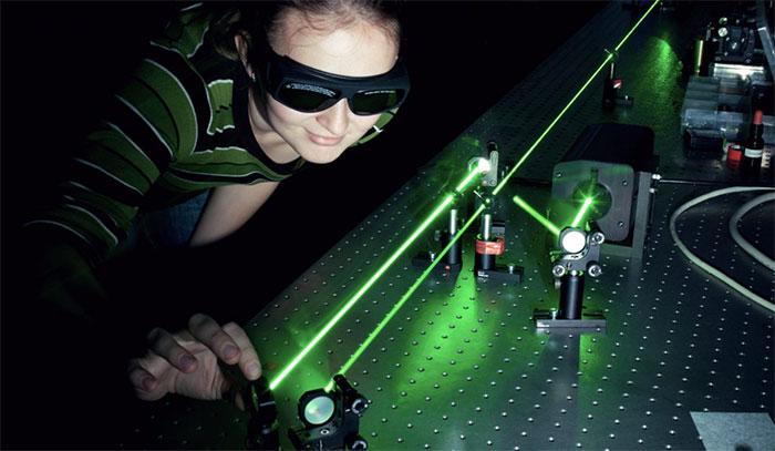 Các nhà nghiên cứu có thể gửi dữ liệu laser để tăng tốc độ internet đến hơn 1.000 lần