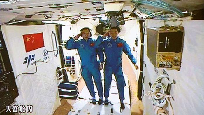 Hai phi hành gia Trung Quốc trên trạm Thiên Cung 2 vào ngày 19/10/2016
