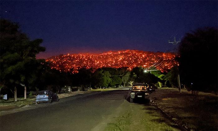 Đồi Balmattum cháy rực trong đêm 4/1.